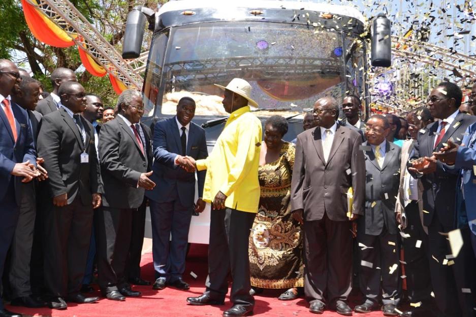 H.E Yoweri K Museveni Congratulates KMC CEO Paul Isaac Musasizi at the Kayoola Solar Bus Launch